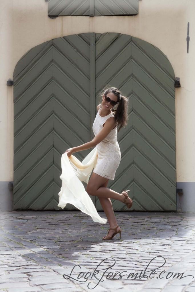 Fotosesija Rīgā, balta kleita - look for smile