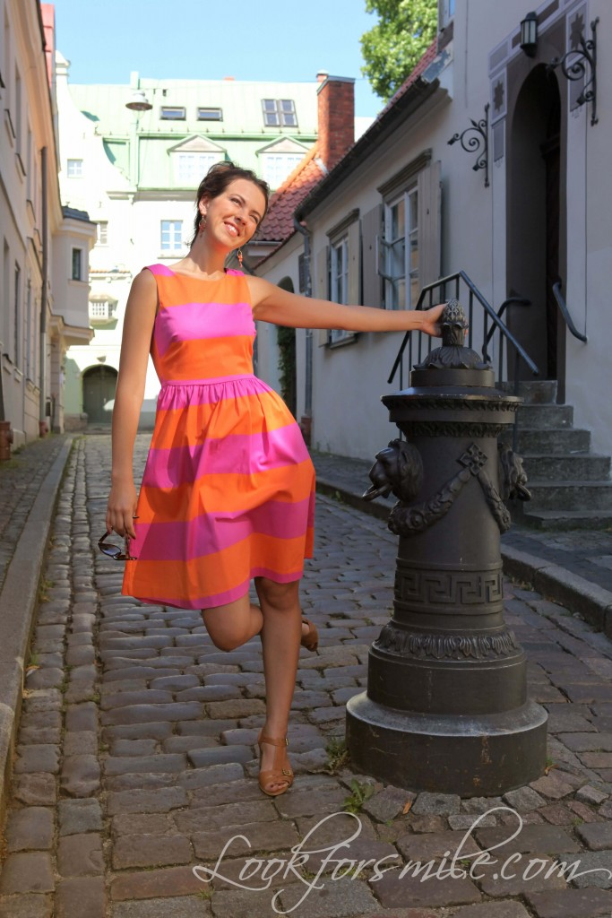 Riga old town, orange and pink dress - look for smile