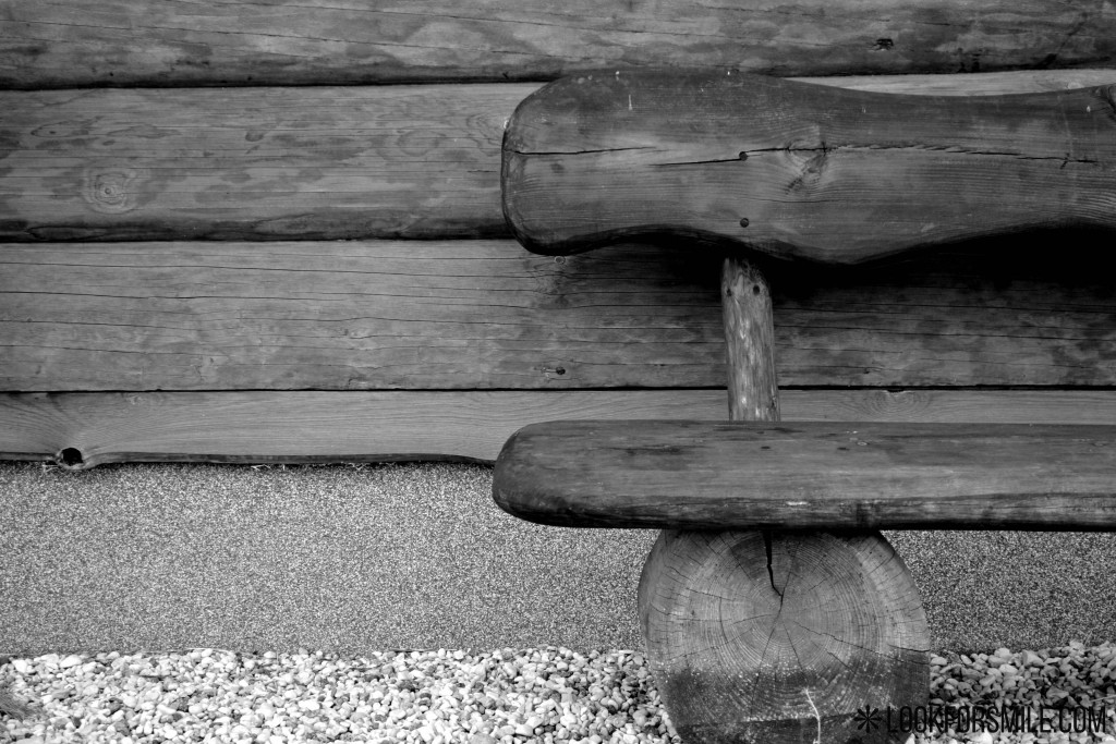 black and white bench - blog - Lookforsmile.com
