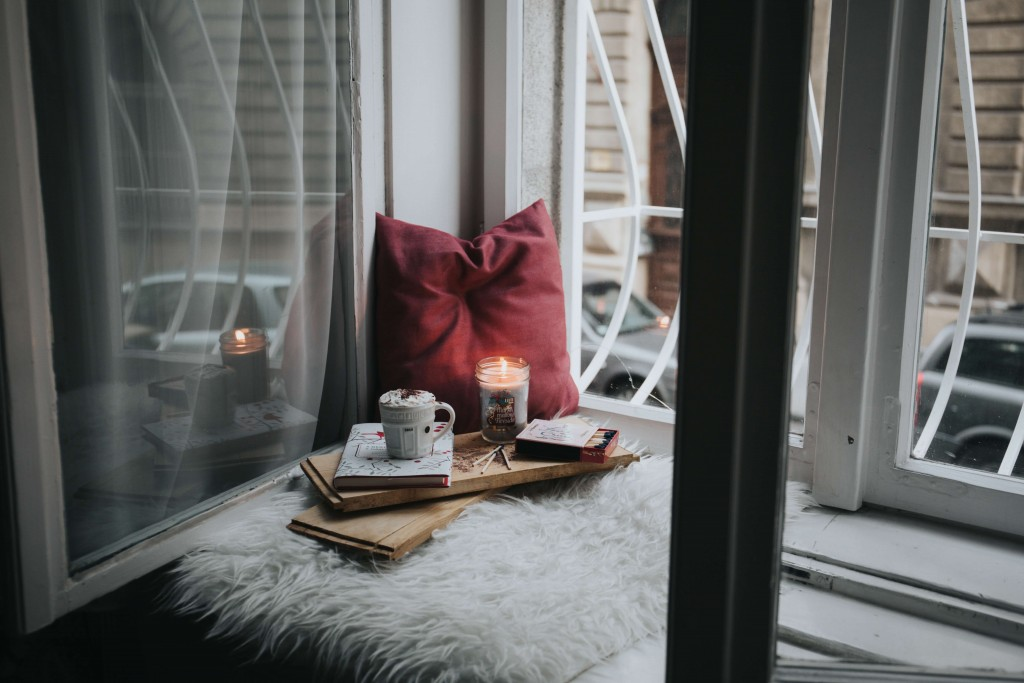 cozy corner, how to clear your head of negative thoughts - blog - Lookforsmile.com