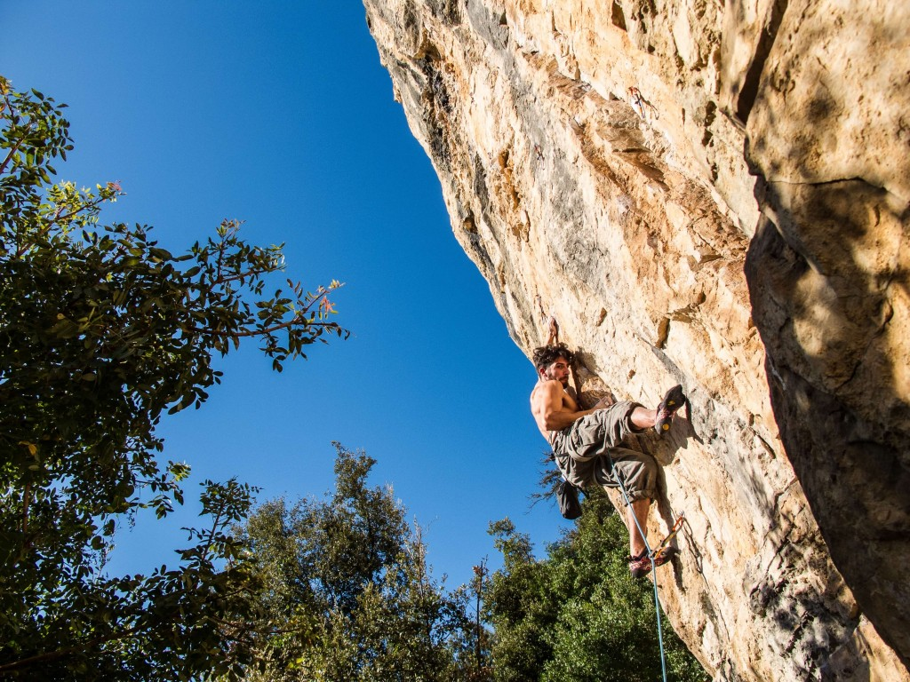 Rock climbing outdoors, how to clear your head of thoughts - blog - Lookforsmile.com