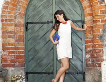 Riga old town, white dress - look for smile